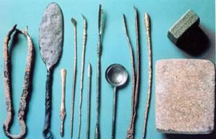 antichi-romani-dentista-strumenti