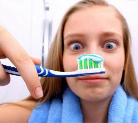 spazzolino-bagnato-asciutto-dilemma-divide-esperti
