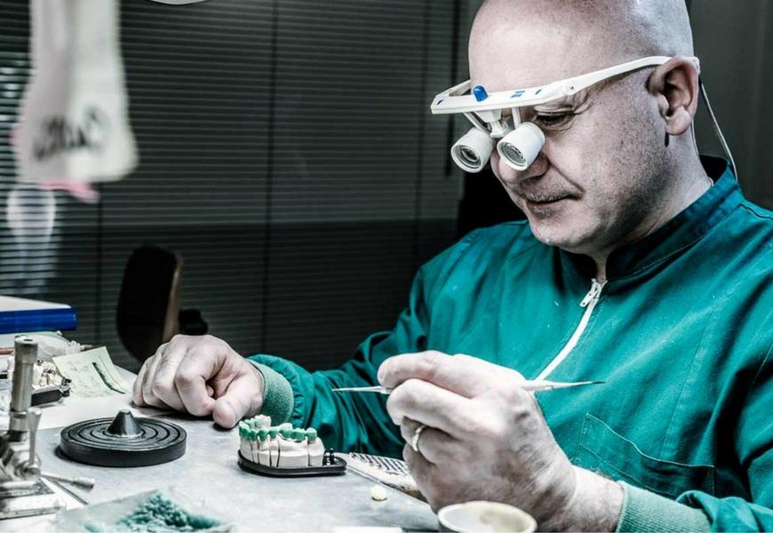 protesi-dentali-false-come-difendersi