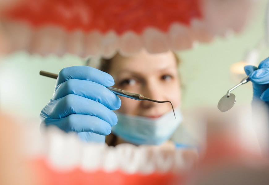 cosa-accade-durante-pulizia-dei-denti