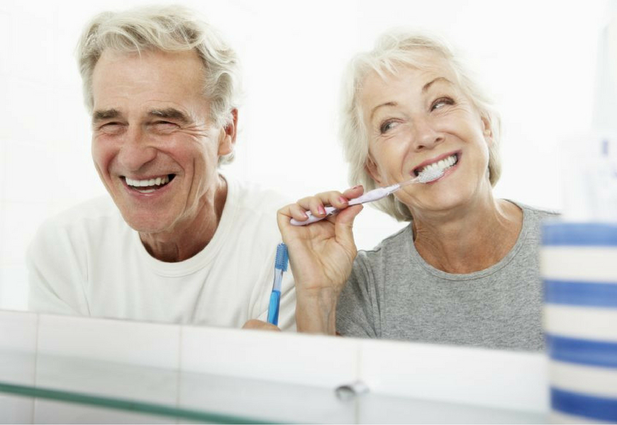 anziani-e-cura-dei-denti
