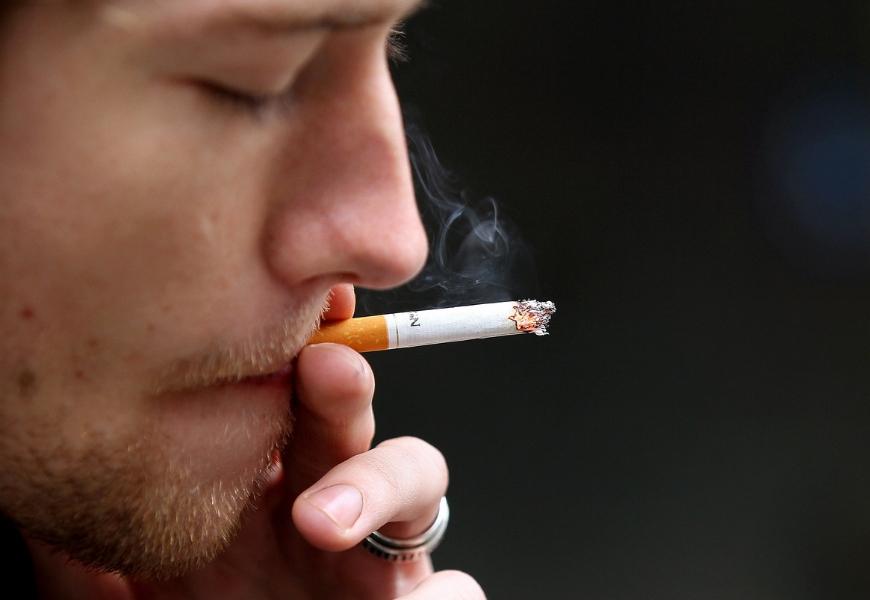 fumo-fa-impennare-costi-cure-parodontali